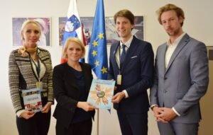 Mednarodni dan strpnosti obisk pri Dr. Anji Kopač Mrak ministrici za delo družino socialne zadeve in enake možnosti