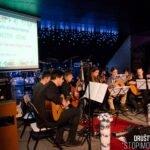 Bozicno novoletni dobrodelni koncert za otroka setnjurske druzine v stiski soulgreg artist glasbena sola skladateljev ipavcev